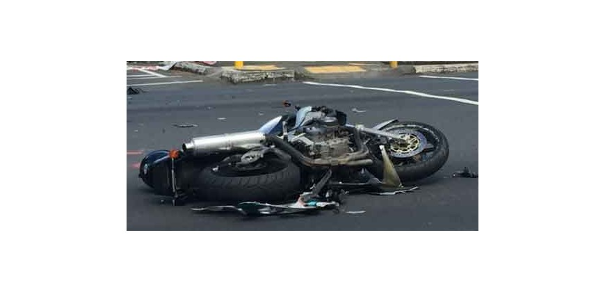 Motorbike crashes to know the value of a gear!